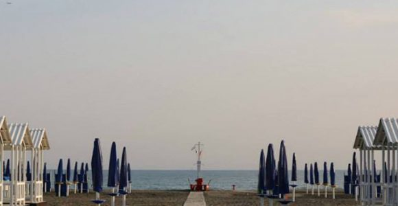 FEDERBALNEARI ITALIA: Ostia, Tar rinvia decisione su bando per 37 stabilimenti balneari